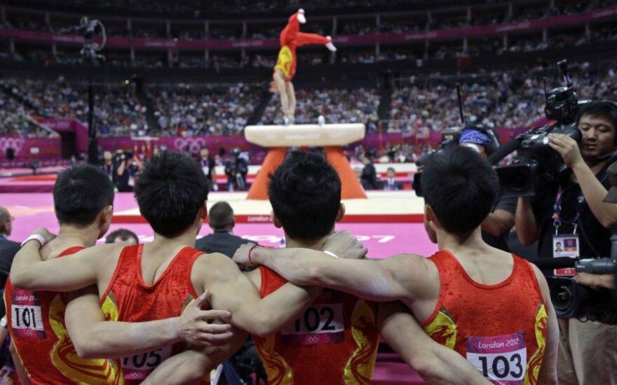 Kinijos gimnastai - komandų varžybų olimpiniai čempionai