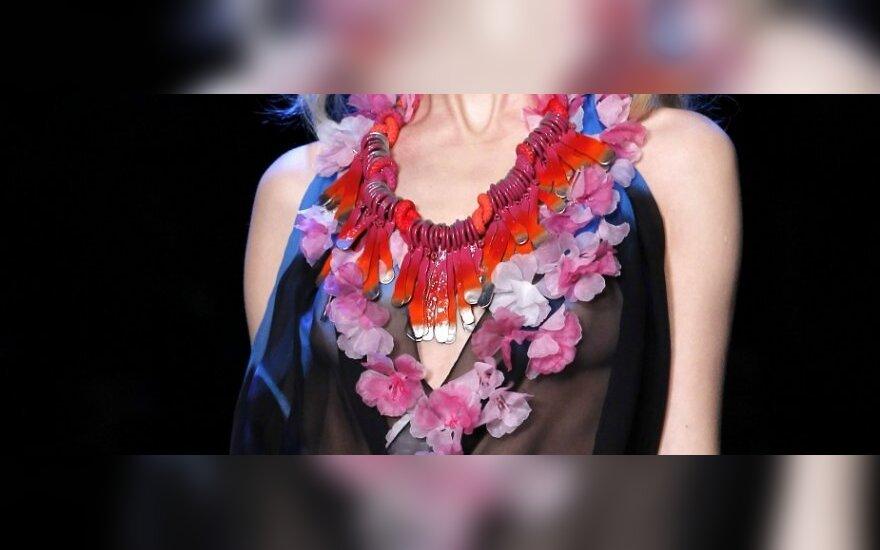 2011 m. pavasario -vasaros tendencijos. Rankdarbiai. Christian Dior