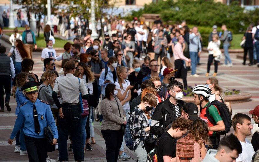 У ЦИК Беларуси собрались тысячи сторонников Бабарико и Цепкало