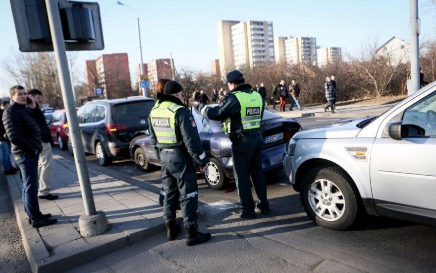 В Вильнюсе в ДТП с участием 4 автомобилей пострадала водитель