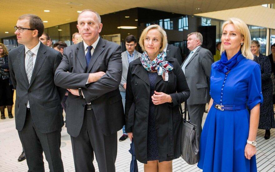 Премьер не видит оснований увольнять посла Литвы в России