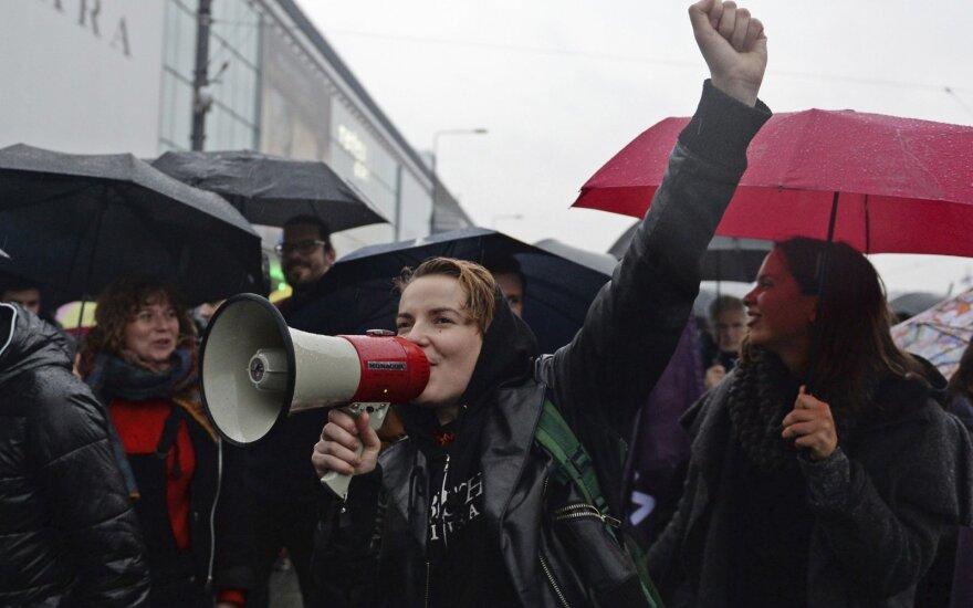 Парламент Литвы хочет решать, когда женщинам рожать детей, а когда нет