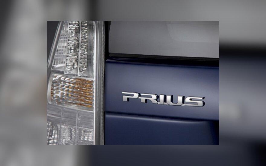 На базе Toyota Prius построят минивэн