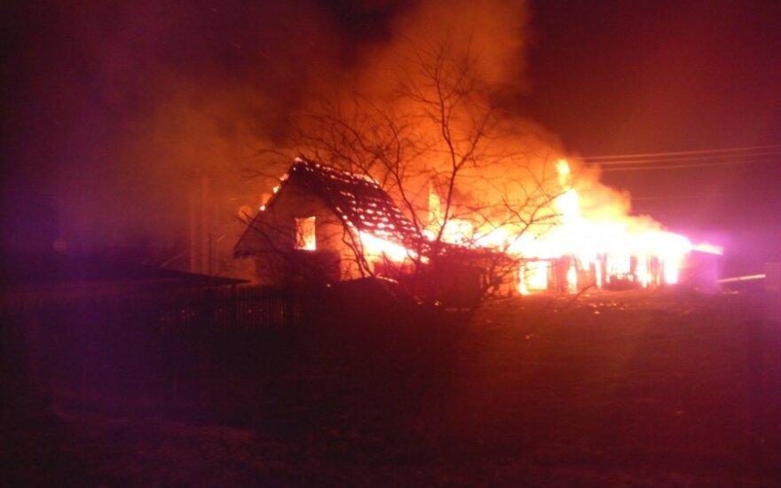 Ночью в Старом Тракай сгорел дом и три хозпостройки