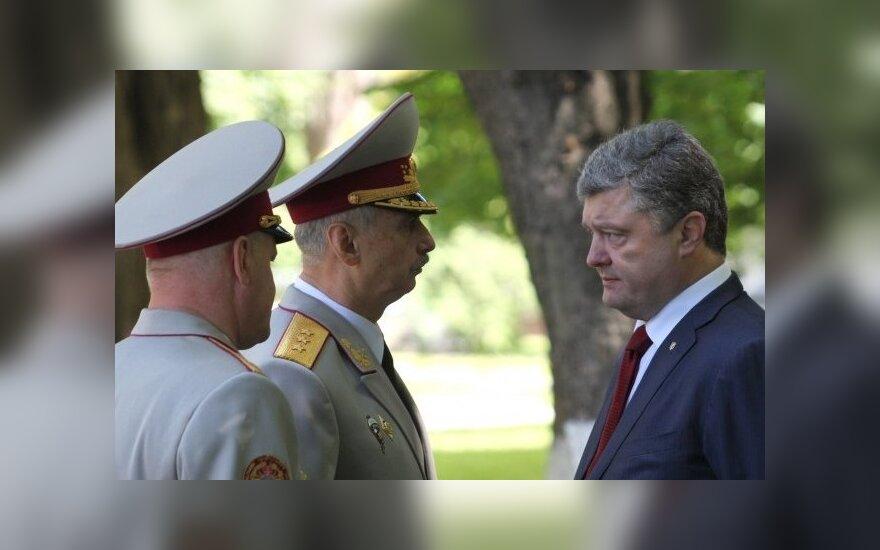 Президент Украины поручил бороться с вмешательством России в украинские выборы