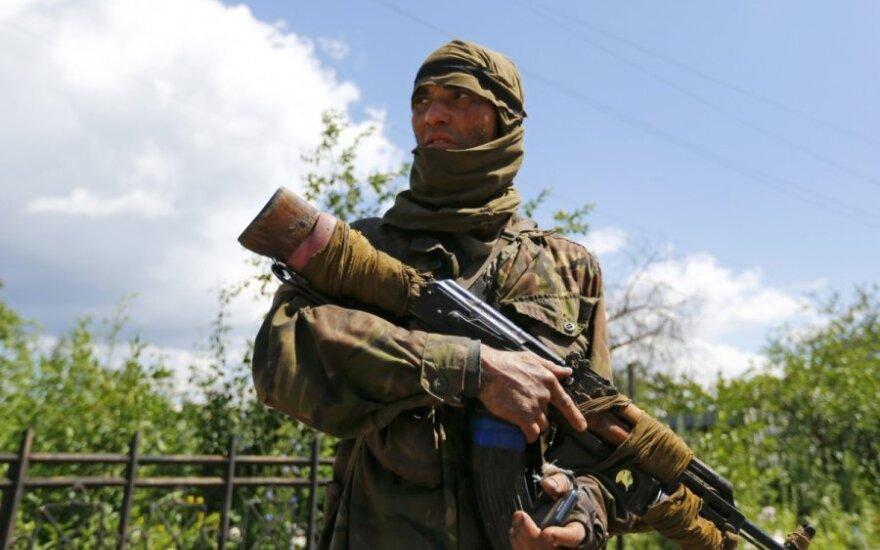 Террористы за прошедшие сутки захватили три админздания в Луганске и Донецке