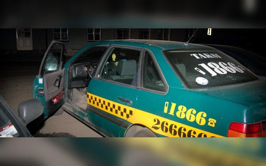"""В Вильнюсе ночью """"отдохнул"""" пьяный таксист"""