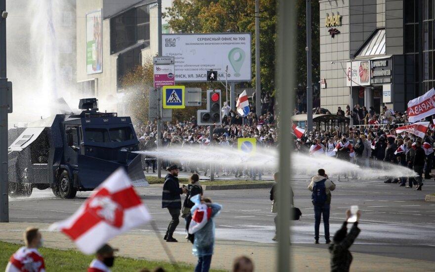 Minske policija panaudojo vandens patrankas