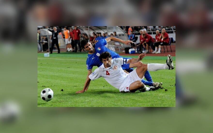 Kakha Kaladze (nr.4) rungtynėse su Italija įsimušė du įvarčius