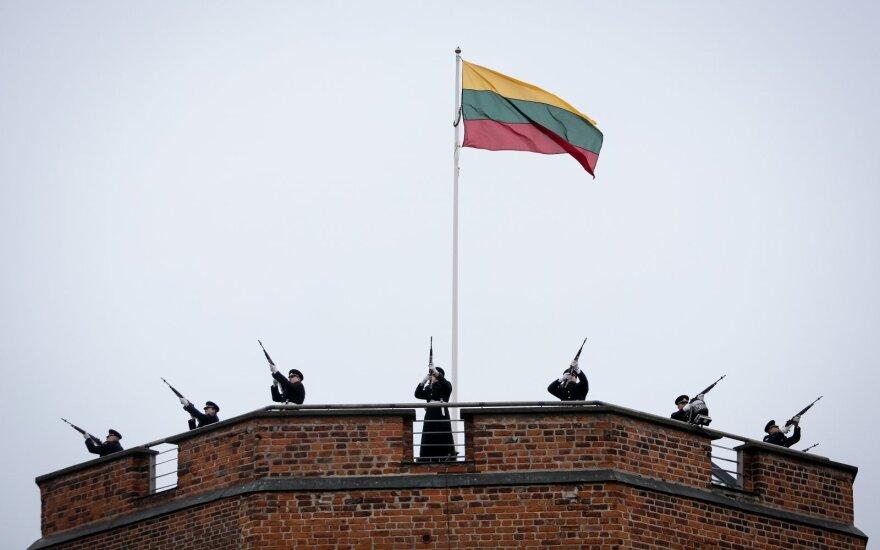На башне Гедиминаса будет поднят новый флаг Литвы