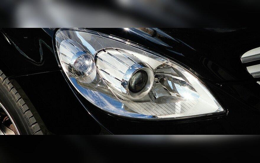 Mercedes-Benz оставил папарацци без работы