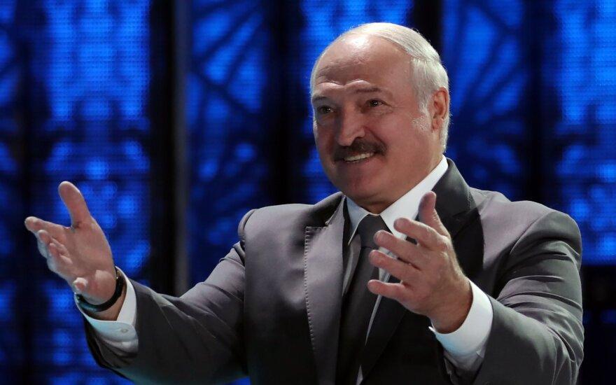 """""""На ногах умудрился перенести коронавирус"""": Лукашенко заявил, что переболел COVID-19"""
