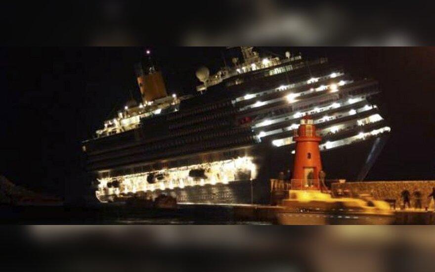 Ties Italija ant seklumos užplaukė kruizinis laivas