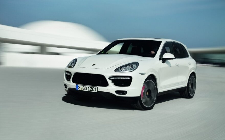 Porsche вывели на тесты обновленный Cayenne