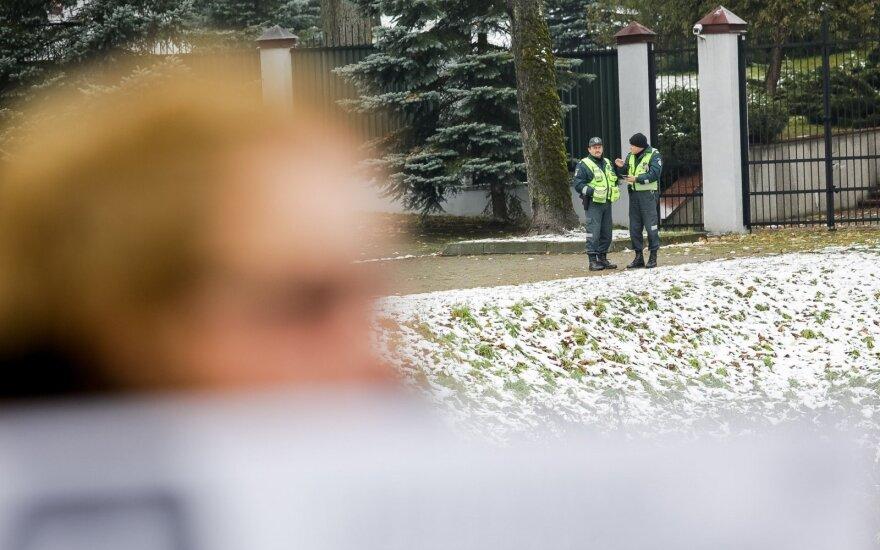 Во время акции солидарности у посольства России задержали трех человек