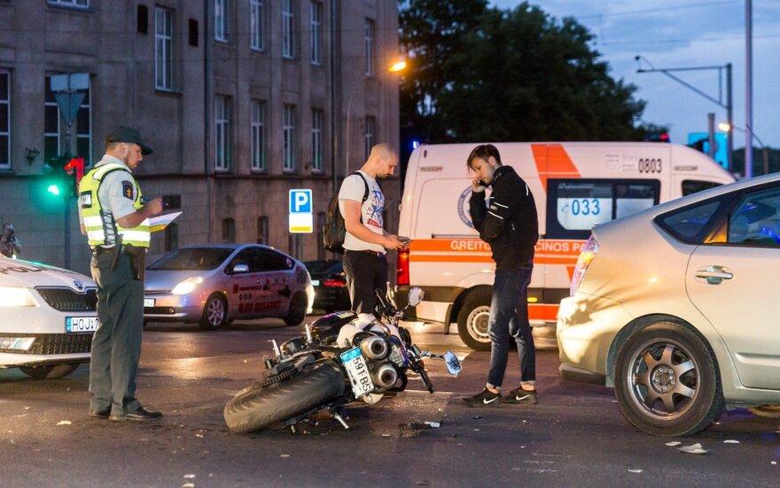 В Вильнюсе девушка на мотоцикле врезалась в такси