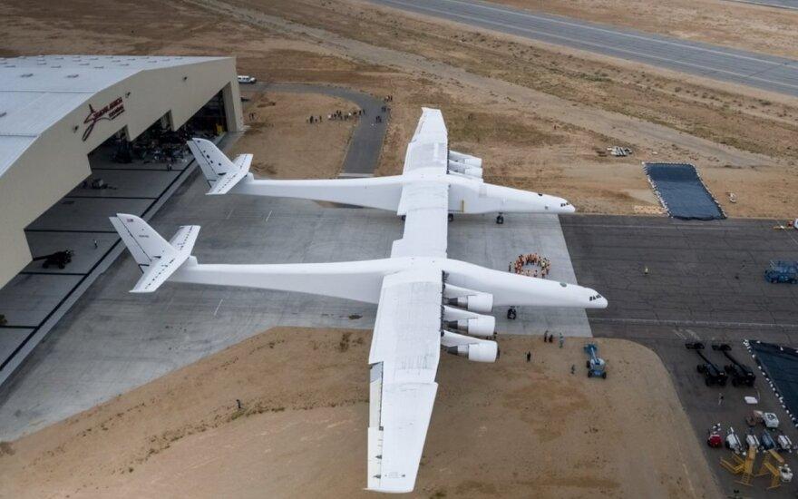 Stratolaunch lėktuvas