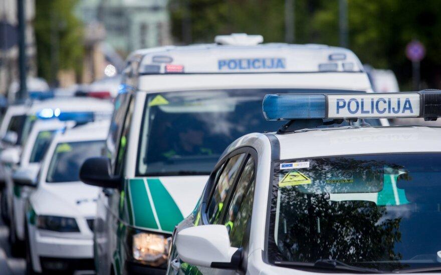 В связи с ограничениям передвижения полиция установит посты на дорогах Литвы