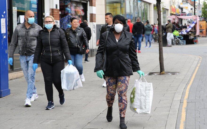 Коронавирус в мире: Англия — лидер по смертности в Европе, беспорядки в Парагвае