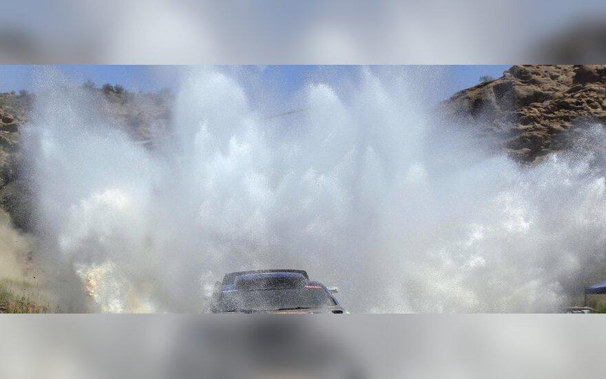 "Carlosas Sainzas su ""Volkswagen Touareg"" automobiliu"