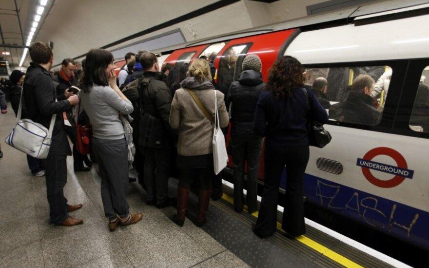 """""""Jesteś w Anglii - masz mówić po angielsku!"""" Rasistowski atak w londyńskim metrze"""