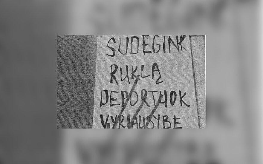 "Суд оправдал каунасцев, повесивших плакат ""Сожги Руклу"""