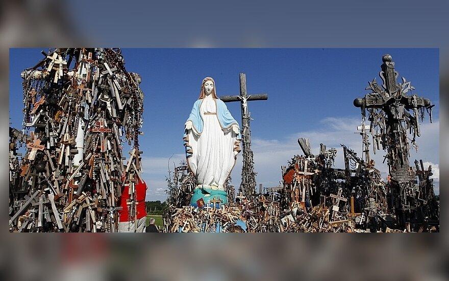 Житель Паневежиса снес скульптуру Марии на Крестовой горе