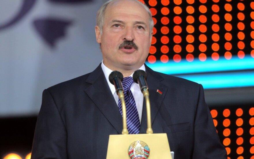 Лукашенко требует в 2012 году поднять среднюю зарплату до 500$