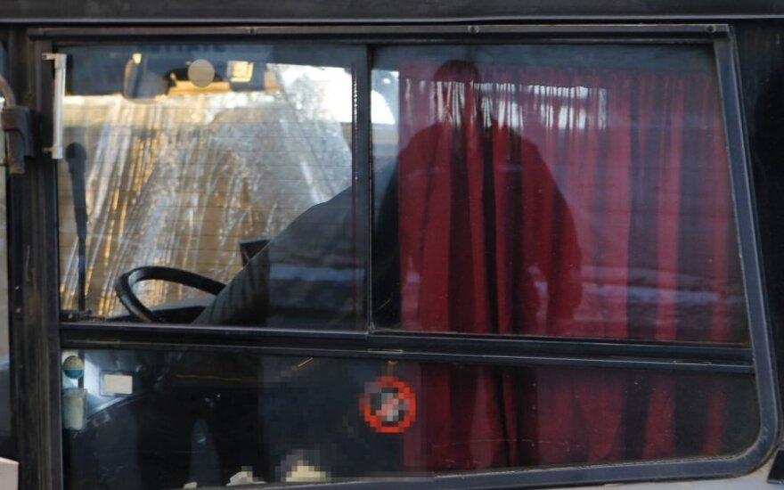 Двери автобуса зажали мать с коляской, пострадала девочка