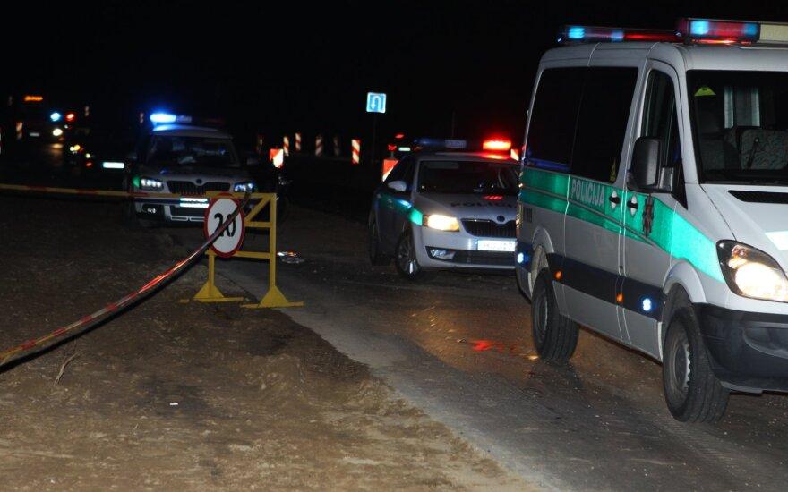 В ночь на субботу в Вильнюсе с дороги съехал BMW: один человек погиб, двое серьезно пострадали