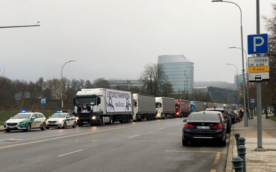 В Вильнюсе состоялся протест перевозчиков: колонна тягачей ездила по центру города