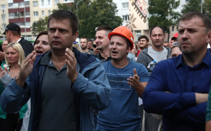 Лукашенко поручил с 24 августа закрыть бастующие предприятия Беларуси