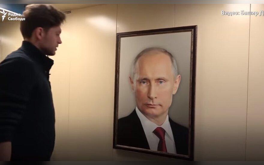 """""""Тебя же просто изничтожат тут"""": в лифтe многоэтажки повесили портрет Путина и сняли реакцию жильцов на ВИДЕО"""