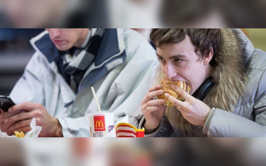 Путин поддержал идею Михалкова о создании конкурента McDonald's