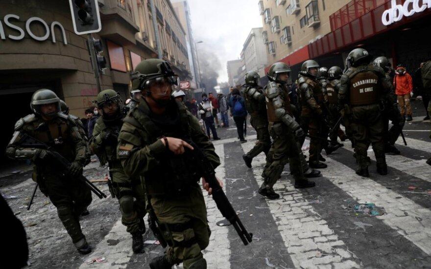 Čilėje nepaisant naujo ministrų kabineto kilo nauji protestai ir plėšikavimas