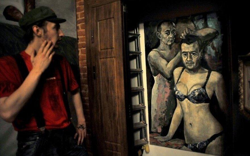 Полиция закрыла музей, изъяв картины с Путиным и Медведевым
