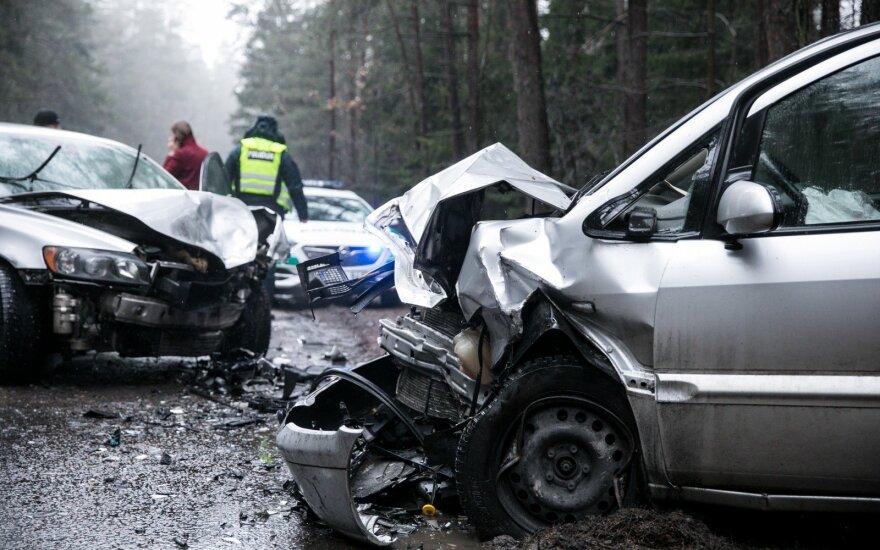В Вильнюсе произошло лобовое столкновение автомобилей: двух женщин увезли в больницу