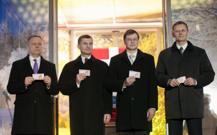 Latvija turi eurą (Latvijos finansų ministerijos nuotr.)