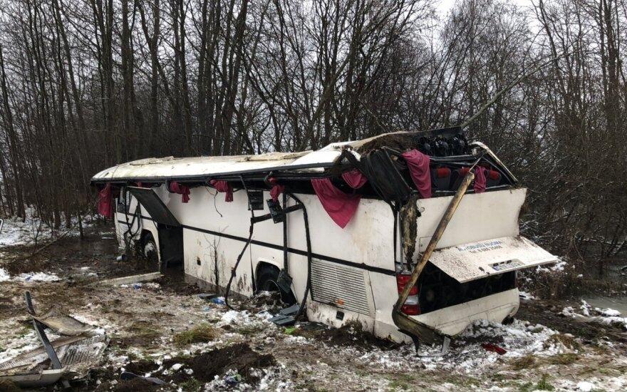 В Укмергском районе с дороги съехал и перевернулся автобус с детьми