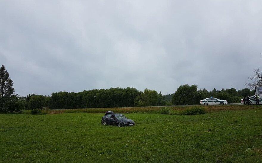 В Вильнюсском районе BMW сбил стоящего на обочине мужчину
