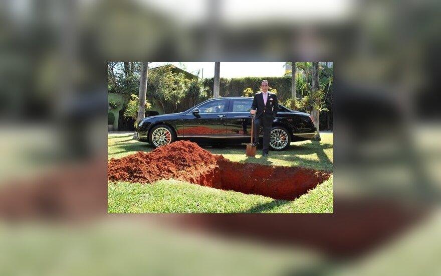 Бразильский бизнесмен решил похоронить свой Bentley за $450 000