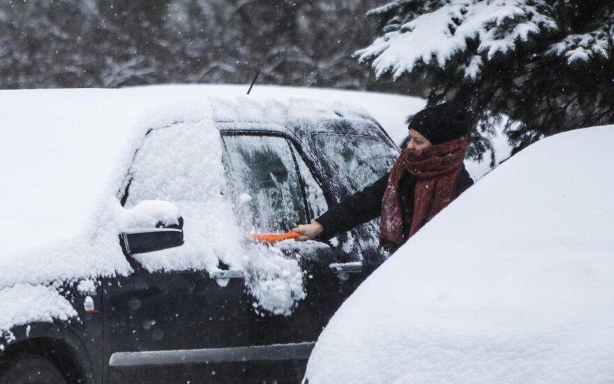 Сильный снег повысил аварийность на дорогах