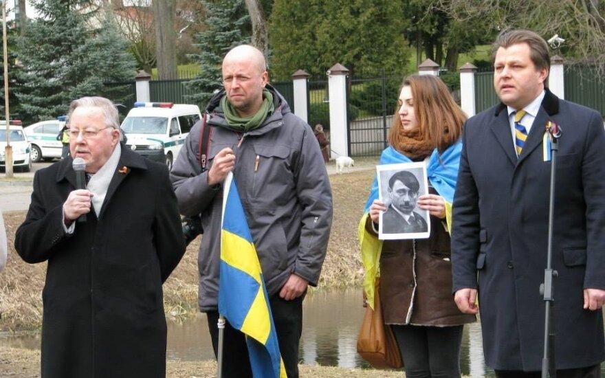 У посольства России в Вильнюсе призывали освободить Надежду Савченко
