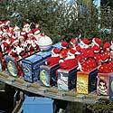 Pramogų parko Seulo (Pietų Korėja) priemestyje darbuotojai persirengė Kalėdų seniais
