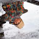 Telkšančioje baloje matomas vaiko atspindys