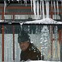 Apledėjęs langas, žiema, šaltis, speigas