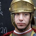 Italų katalikų bendruomenės narys persirengęs romėnų kariu