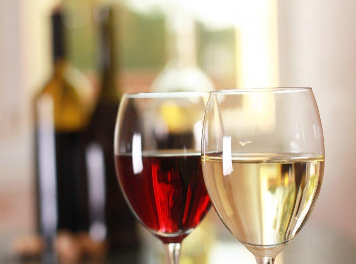 yra raudonas vynas, naudingas širdies sveikatai)