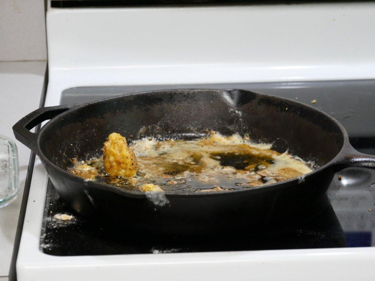 kaip pašalinti riebalus iš keptuvės lašelių