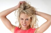 Plaukų stilistas: kaip atgaivinti plaukus po peroksido?